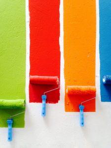 Farby na ścianę – nie bójmy się kolorów w kuchni!
