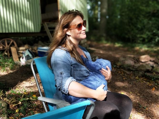kolka niemowlęca - matka karmiąca piersią
